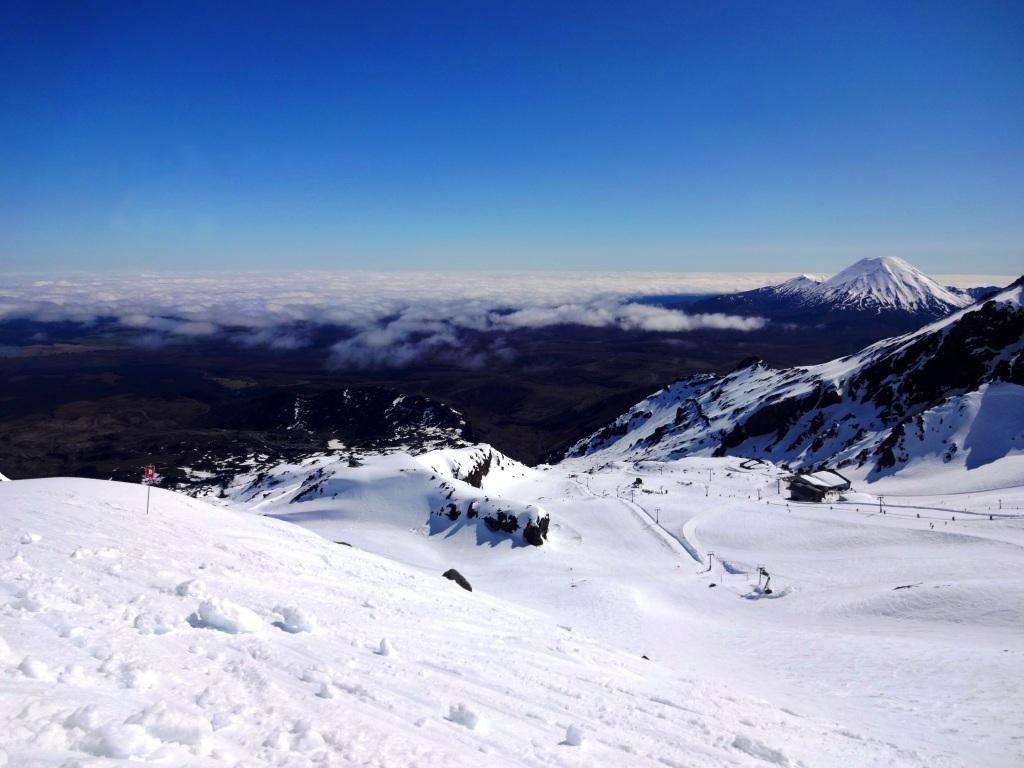 Skigebiet Whakapapa mit Mt. Ngauruhoe im Hintergrund
