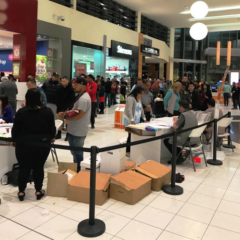 Das Super Wahlwochenende: Wahllokal im Einkaufszentrum
