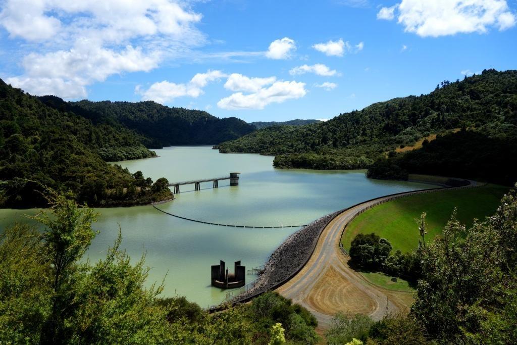 Wairoa Dam in den Hunua Ranges: Ein schöner Spaziergang durch Neuseelands Natur
