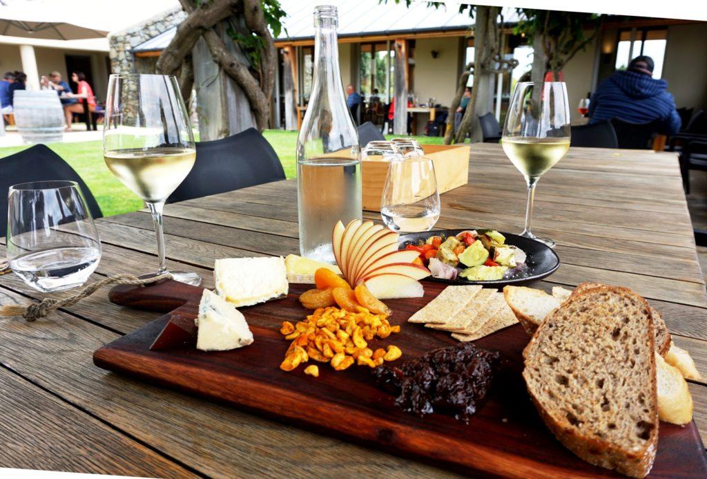 Weinanbau in Blenheim: Käseplatte zum Wein