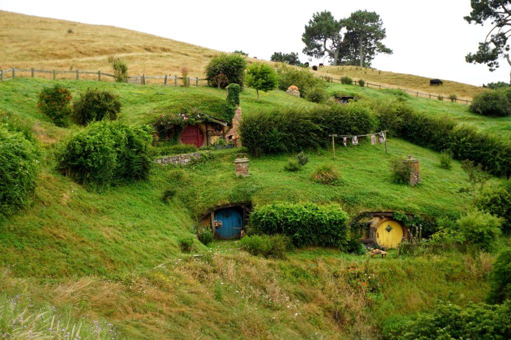 Hobbiton - Farbkontrast zwischen Dorf und Farm
