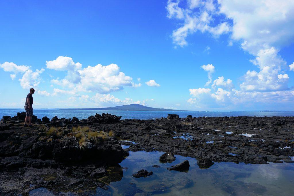 Über Stock und Stein an der Küste vor Takapuna