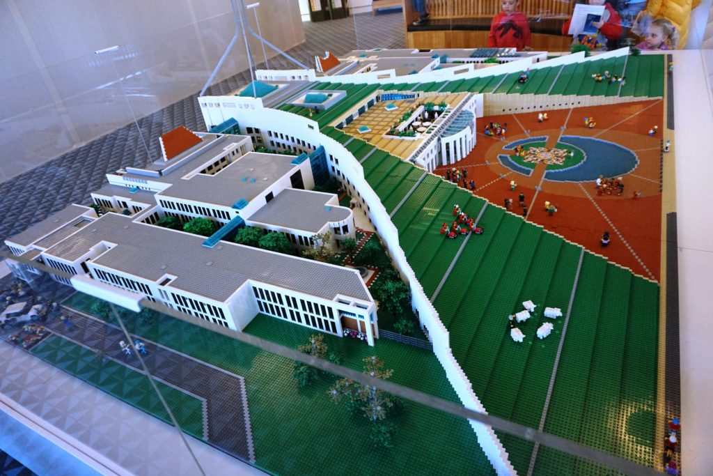LEGO-Modell des Parliament House in Canberra