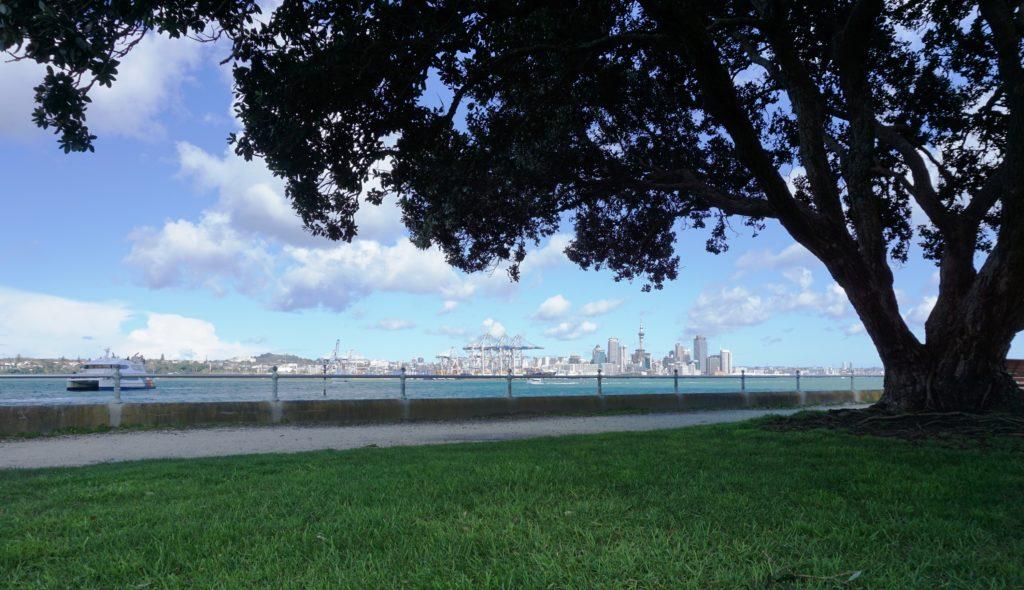 Auckland's Skyline von Devonport aus