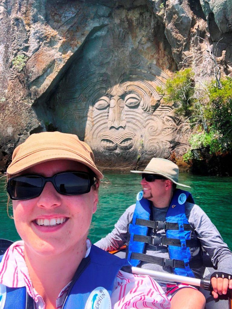 Die Maori Rock Carvings in der Mine Bay
