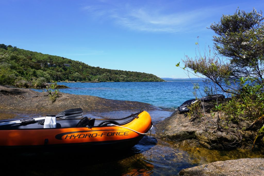 Kayak am Seeufer des Lake Taupo