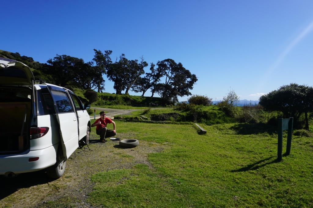 Reifenwechsel in Fletcher Bay