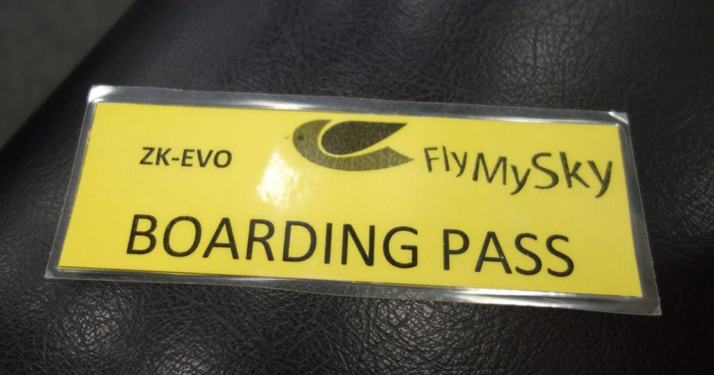 Boarding Pass bei Fly My Sky - Ein laminiertes Kärtchen