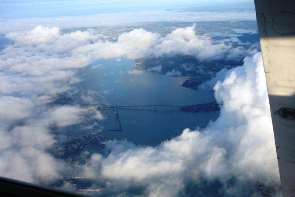 Luftbild der Auckland Harbour Bridge