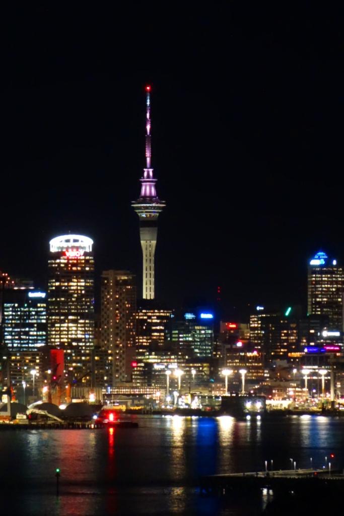 Auckland's Skyline bei Nacht