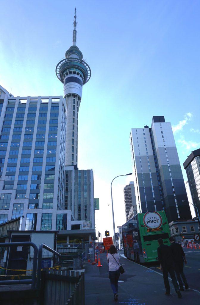 Der SkyTower in der Stadtmitte Aucklands