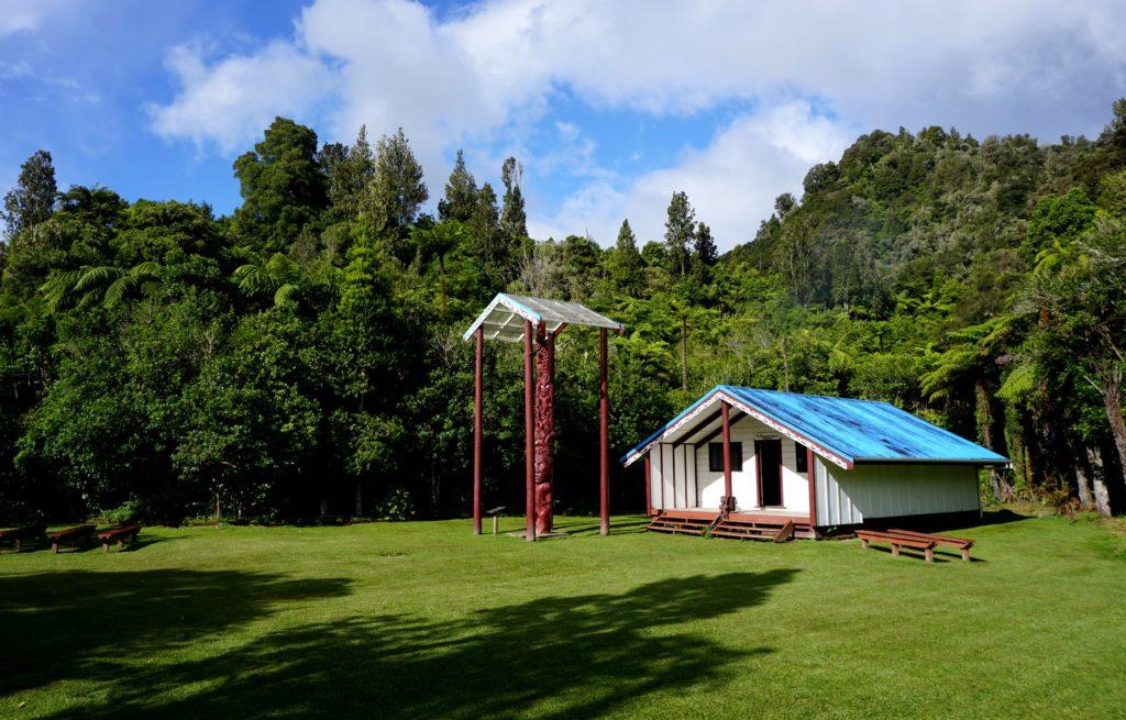Tieke Kainga - Marae und DOC Hütte