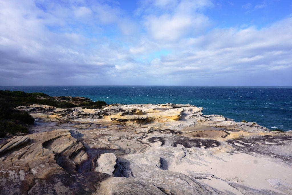 Sandsteinformationen am Küstenwanderweg