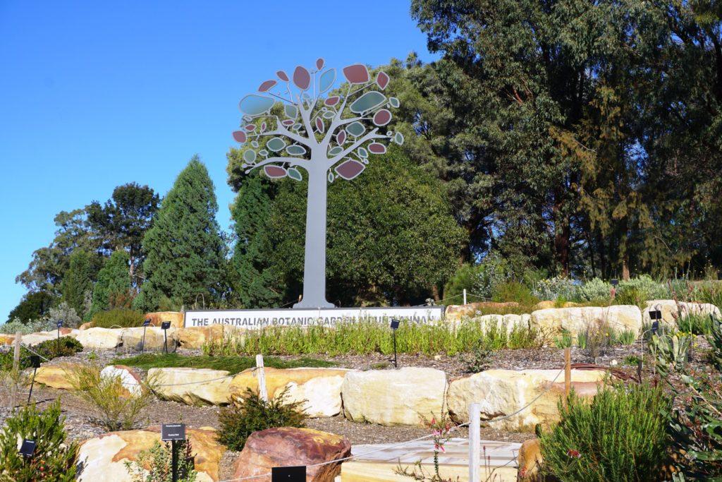 Das Logo des botanischen Gartens als Skulptur