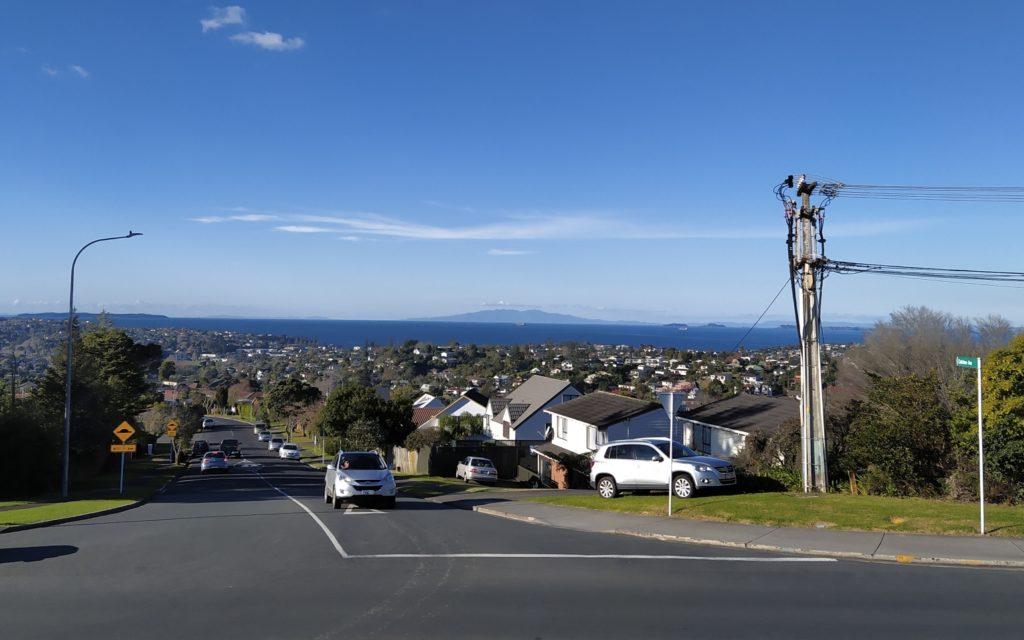 Blick von der Forrest Hill Road/East Coast Road auf der Hauraki Guld und die Coromandel Pensinsula